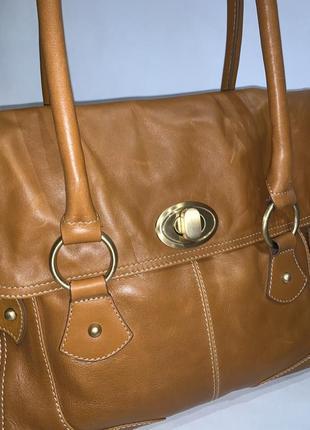 Большая фирменная кожаная сумочка на плечо autograph. формат а-4.