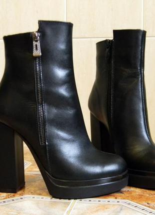 Ботильоны на высоком каблуке из натуральной черной кожи. 36-40