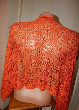 Вязанная крючком блуза накидка с рукавами