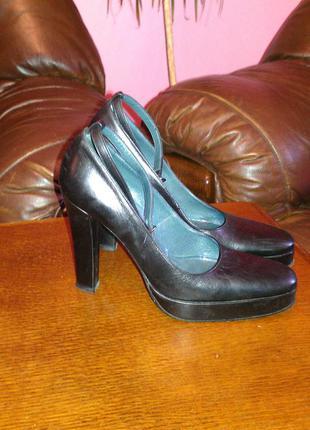 Полностью кожаные  туфли 39-40р