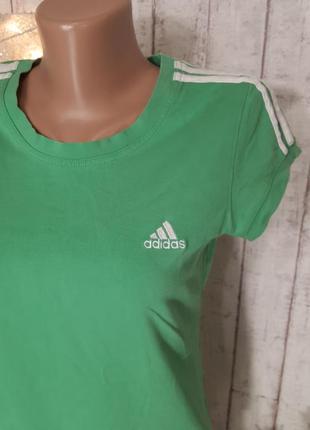 Зеленая фирменная спортивная футболка с тремя полосками топ для спорта adidas р. s - м