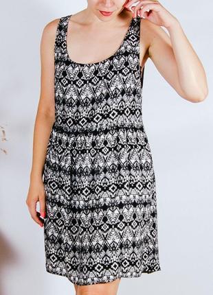 Летнее черно-белое платье, стильное платье