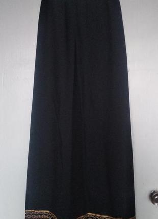 Черная длинная юбка миди в пол с золотой вышивкой