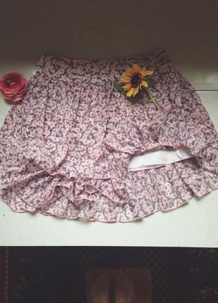 Короткая легкая юбка в цветочек