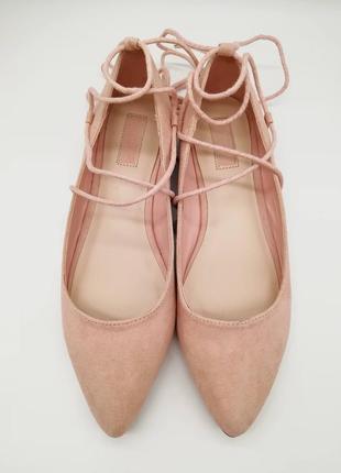 Пудровые балетки forever 21 розовые нюдовые с завязками туфли
