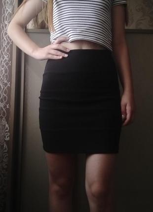 Чорна юбка карандаш