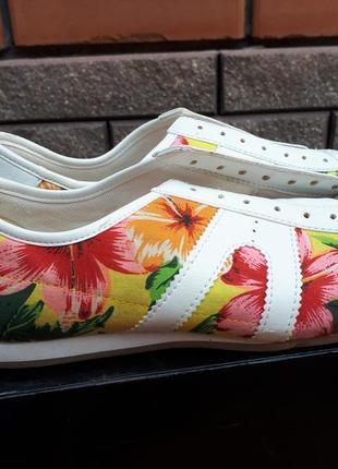 Літні кросівки нові в квітковий принт 36 розмір