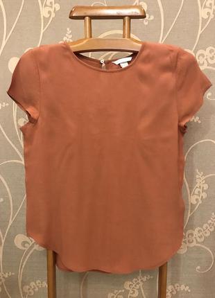 Очень красивая и стильная брендовая блузка...100% вискоза.