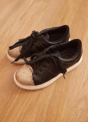 Красивейшие туфли на шнурках.