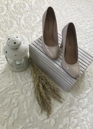 Шкіряні туфлі жіночі