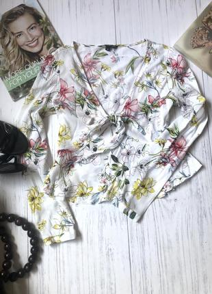 Трендовая блузатоп кофточка с баской  на завязке с рукавами в цветочный принт