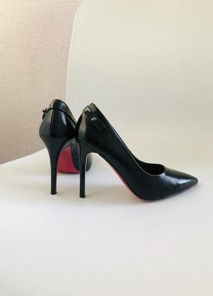 Чёрные туфли лодочки красная подошва 35 размер недорого острый носок