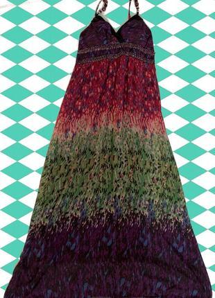 Разноцветное длинное платье с наплечными резинками с украшениями
