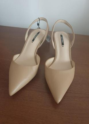 Zara новые туфли лодочки с открытой пяткой бежевые