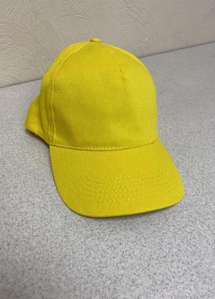 Ярко - желтая однотонная кепка