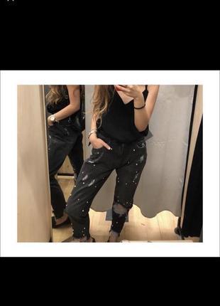 Джинсы mom jeans с бусинами