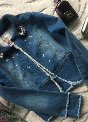 Джинсовый пиджак со стразами , куплен в  венгрии ( не одевался)