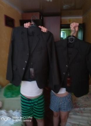 Новые костюмы -тройка на мальчика на 8-9-10лет