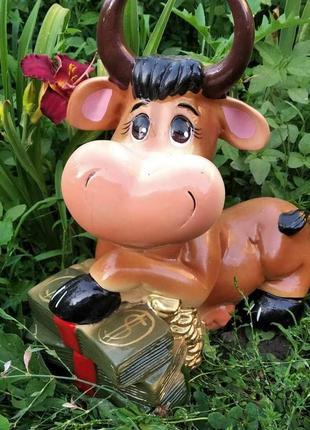 Садовая фигурка коровка с деньгами
