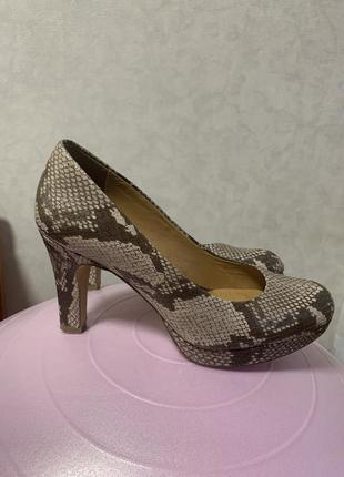 Туфли clarks на высоком каблуке