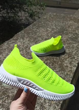 Яркие стильные мокасины кроссовки