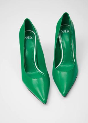 Зеленые туфли на каблуке zara