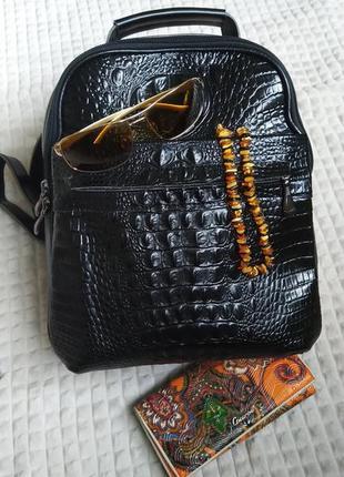 Кожаный рюкзак под рептилию