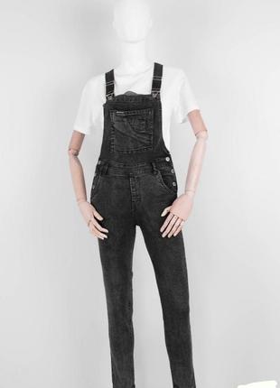 Стильный серый черный джинсовый комбинезон модный
