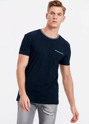 Синяя мужская футболка lc waikiki / лс вайкики с белой полоской на кармане и на вороте