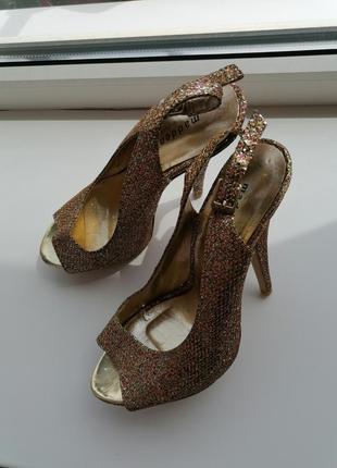 👑золотые босоножки на каблуке от steve madden 👑туфли с блестками в стиле jimmy choo