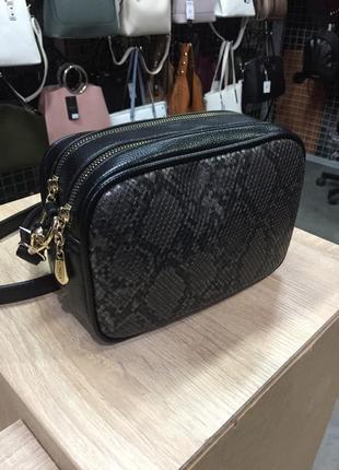 Сумка клатч кроссбоди через плечо черная с змеиным принтом чемоданчик