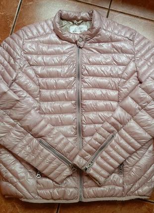 Стильная куртка пудрового цвета amisu.