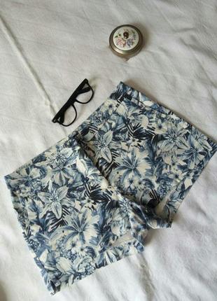 Синие белые стрейч коттон шорты с боковыми карманами и красивым цветочным принтом