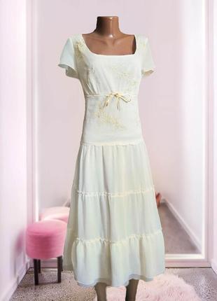 Шифоновое бежевое платье на завязках многослойное , воланы
