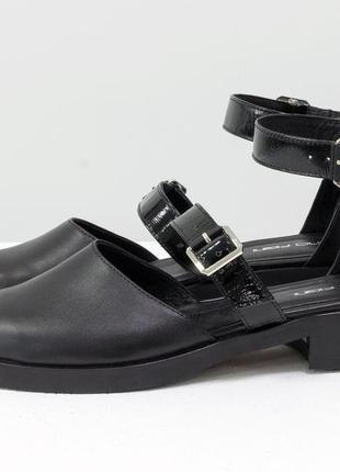 Кожаные черные женские туфли на ремешках