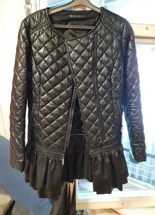 Стильная куртка с баской