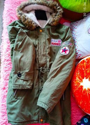 Скидка! оливковая 💚хаки парка/куртка с лейбами