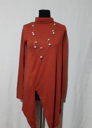 Модная туничка с симетричным разрезом, под горлышко