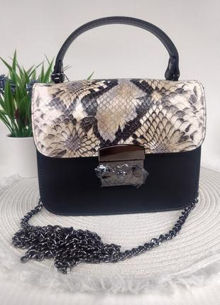 Женская кожаная сумочка клатч чёрная модный принт рептилии на цепочке италия