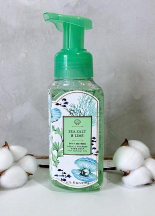 Мыло-пена для рук bath and body works - sea salt & lime