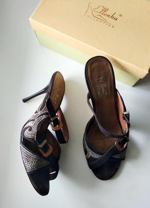 38р. замшевые шлёпки-босоножки с вышивкой, на каблуке ellenka