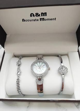 Подарочный набор 3 предмета часы с браслетами в подарочный упаковке