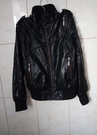 Черная дермантиновая куртка