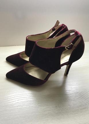 Модные туфли-босоножки