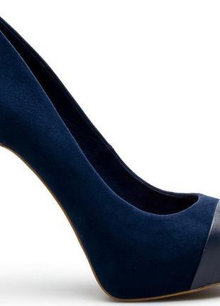 Шикарные темно-коричневые туфли stradivarius на высоком каблуке
