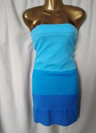 Короткое платье с открытыми плечами