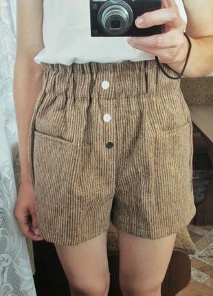 Тёплые шорты с кармашками