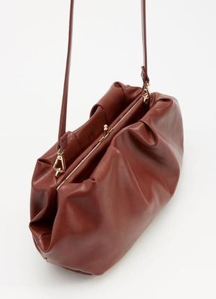 Шикарная сумка сумочка пельмень через плече в стиле ботега reserved