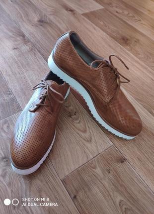 Новые классические туфли шоколадного цвета с перфорацией
