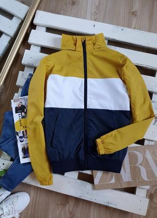 Шикарная, стильная куртка, ветровка